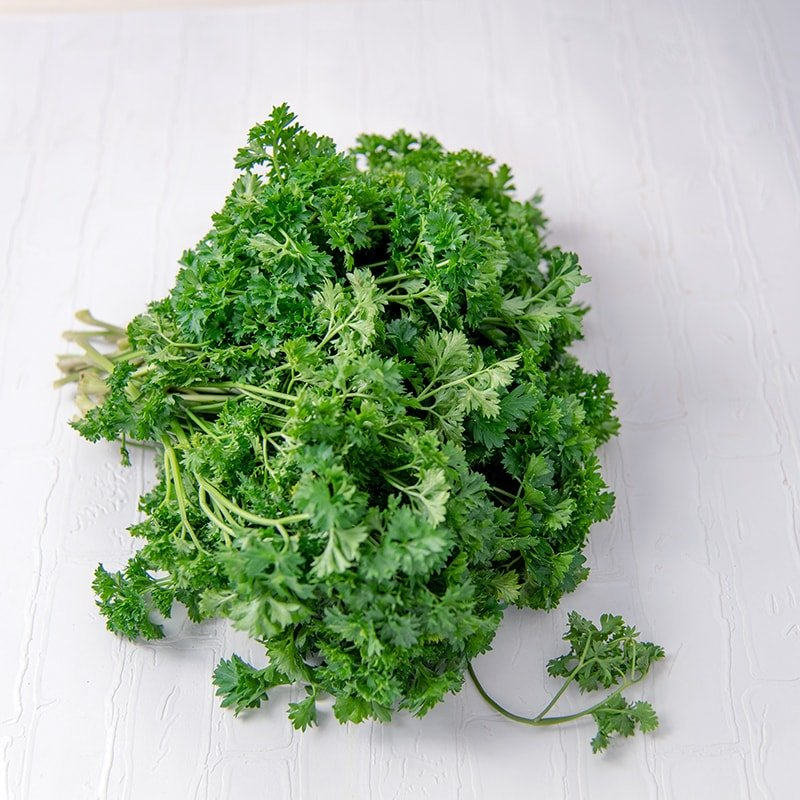 https://mdm.tanihub.com/images/10004/product/Parsley_Pack_250_gr.jpeg